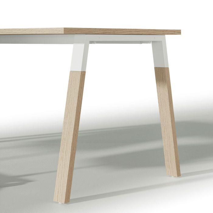 dettaglio scrivania operativa in legno alpha wood